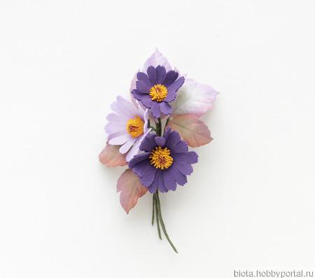 Брошь букетик цветов фиолетовая сиреневая из фоамирана ручной работы на заказ