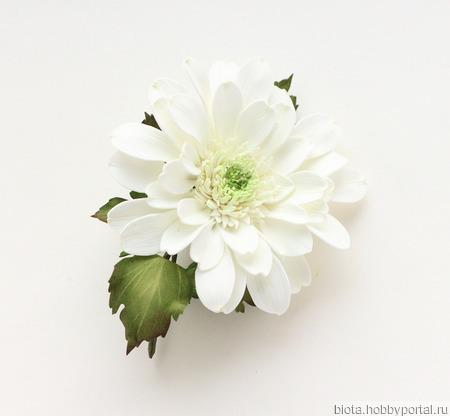 Хризантема брошь большая белая с цветком из фоамирана ручной работы на заказ