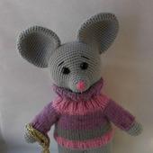Мышонок в свитере