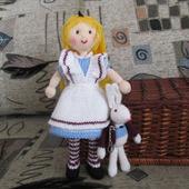 "Вязаные  игрушки ""Алиса и кролик"""