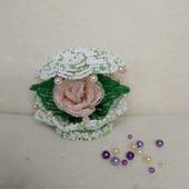 Роза из бисера в ракушке