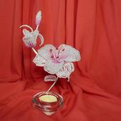 Подсвечник с лилиями из бисера