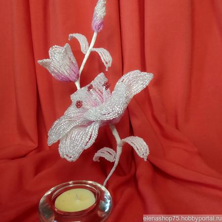 Подсвечник с лилиями из бисера ручной работы на заказ