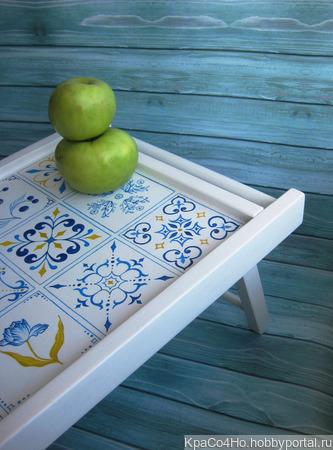 """Поднос-столик  с ручной росписью """"Плитка"""" ручной работы на заказ"""