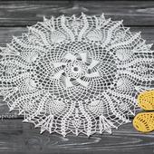 Круглая ажурная салфетка крючком, белого цвета