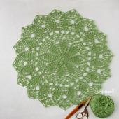 Круглая рельефная салфетка крючком зеленого цвета