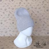 Теплая вязаная шапочка с удлиненной макушкой.
