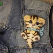 Брошь из шерсти котик полосатый