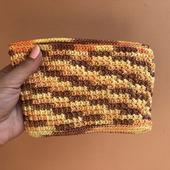 Вязаный кошелёк желтый