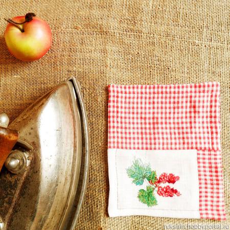"""Подставки под чашки с ручной вышивкой """"Ягоды смородины"""" ручной работы на заказ"""
