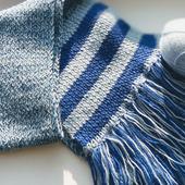 Шерстяной синий шарф с кистями