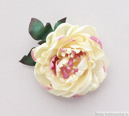 Пион брошь нарядный цветок кремовый большой из атласа ручной работы на заказ