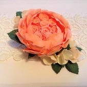 Заколка-зажим с пионовидной розой