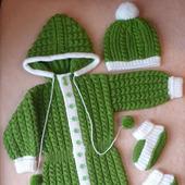 Детский вязаный комплект: комбинезон, шапочка, пинетки