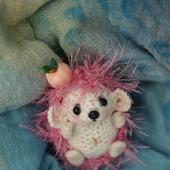 Амигуруми куклы и игрушки:  Ежик с яблочком