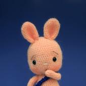 Амигуруми куклы и игрушки:  Зайчик в синих штанишках