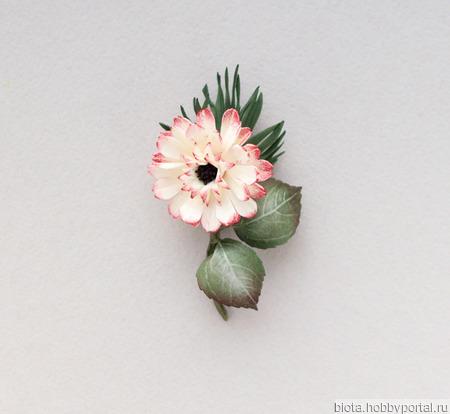 Брошь цветочек светлый белый небольшой из фоамирана ручной работы на заказ