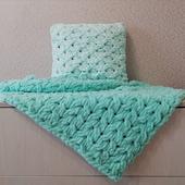 Плюшевая подушка
