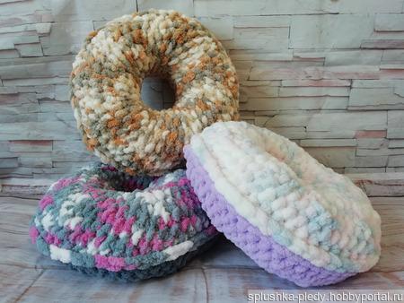 Подушка-пончик ручной работы на заказ