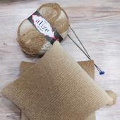 Подушка с декоративным чехлом в бежевых тонах