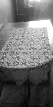 Скатерть-дорожка вязаная из мотивов ручной работы на заказ