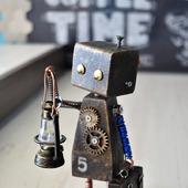 """Подарочная стутэтка/тотем из дерева """"Робот-путешественник"""""""