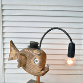 "Настольная лампа ""Рыба-удильщик"" из дерева"