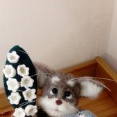 Котик с мышом и ландышами