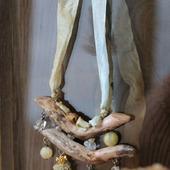 Колье из дерева «Весенний эскиз»