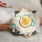 Брошь-булавка текстильная с сухоцветом «Гербарий»