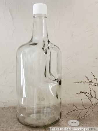 Бутылка с ручкой 1,75 л стеклянная прозрачное стекло ручной работы на заказ