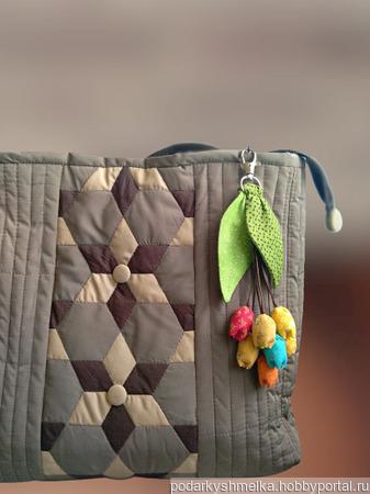 """Брелок- подвеска на сумку """"Тюльпаны"""" ручной работы на заказ"""