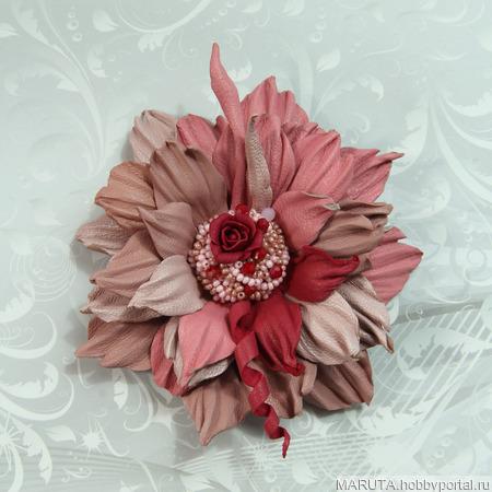Брошь-цветок из кожи ручной работы на заказ