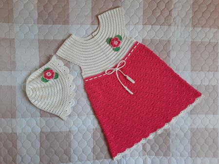 Летнее платье и шляпка «Коралловое настроение» для девочки ручной работы на заказ