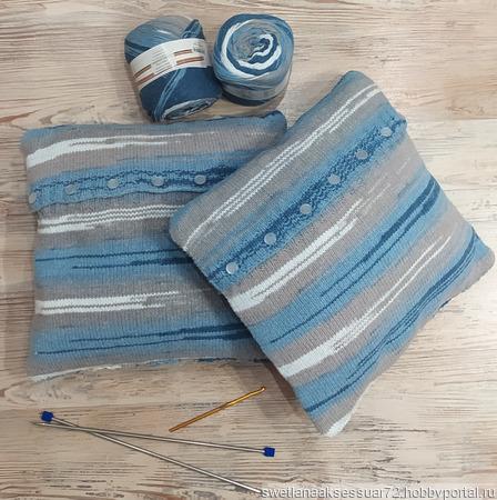 Подушка с декоративным чехлом в бело-серо-синем цвете ручной работы на заказ