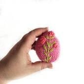 Яйцо вязаное с вышивкой