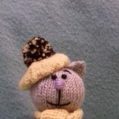 Вязаная игрушка: котик амигуруми, подарок ручной работы