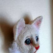 """Брошь """"Белый котенок"""""""
