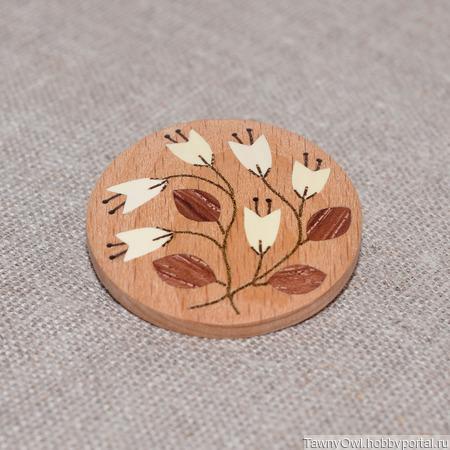 Брошь из дерева с инкрустацией Цветы №5 ручной работы на заказ