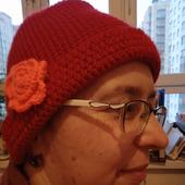Шапка Яркость красная с цветком